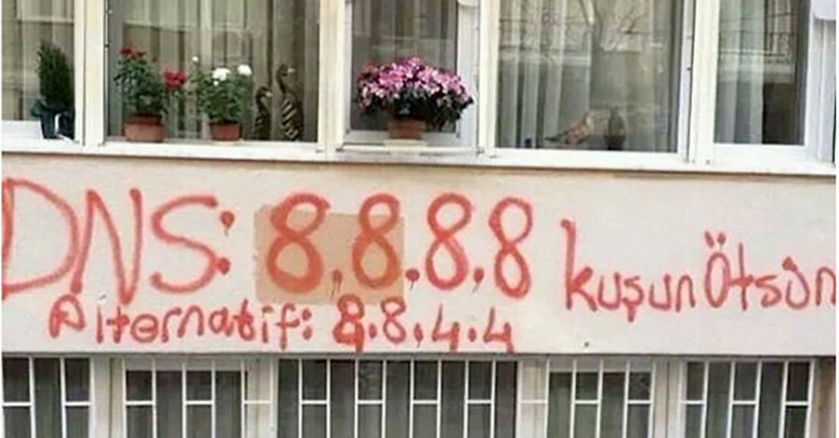 Source http://mashable.com/2014/03/21/twitter-ban-turkey-graffiti/